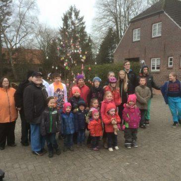 Osterbaum von unseren Dorfkinder geschmückt