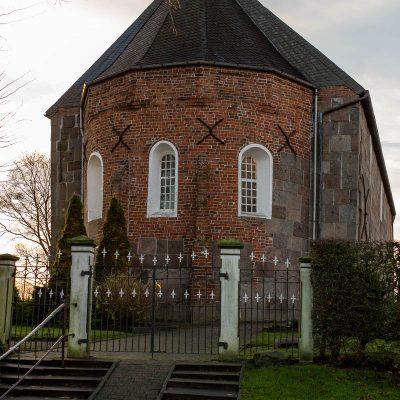 Aussenansicht der Kirche aus Richtung Pastorei