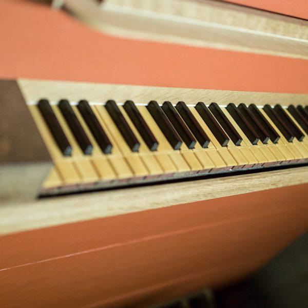 Nahaufnahme der Tasten von der Orgel