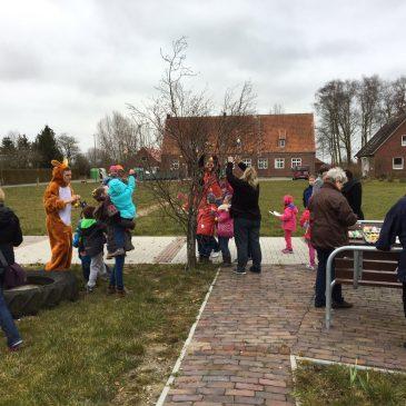 Osterbasteln 2016 in Buttforde mit dem Osterhasen