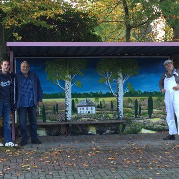 Künstlerische Bushaltestelle in Burhafe