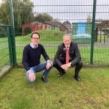 Sparkasse Leer-Wittmund unterstützt Soccerplatz-Projekt in Buttforde mit 5.000 Euro